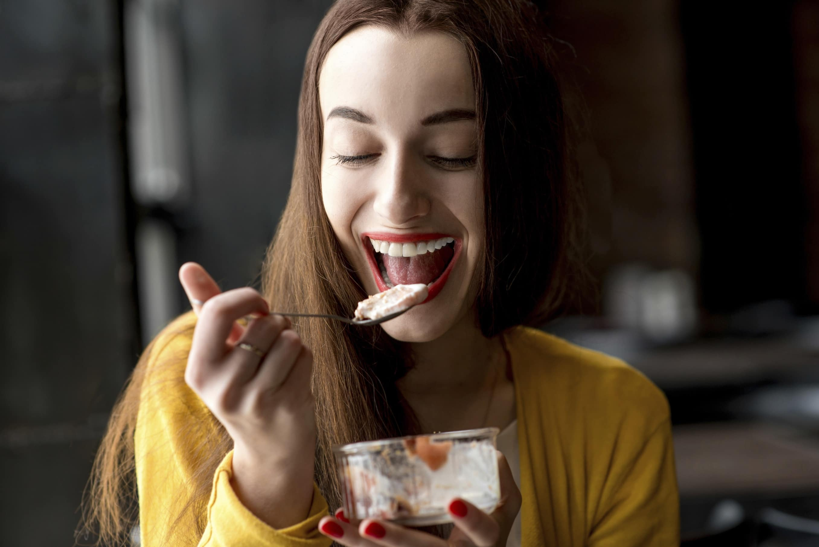 Woman eating starch: does eating starch make you fat?